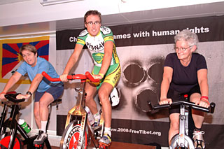 "Indoor Cycling Event ""Move for Tibet"", auf dem Säntis, 6.11.2004"